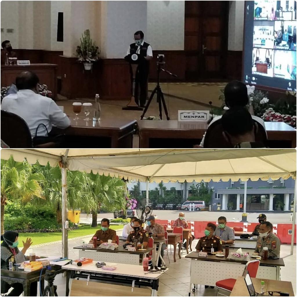 Video Conference dengan Presiden RI untuk Paparan Mekanisme Penanganan Covid-19 oleh Gugus Tugas Percepatan Penanganan Covid-19 Jawa Timur 25-06-2020